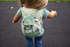Free pattern for small backpack for American Girl Doll. Yes dolls need a backpack also.