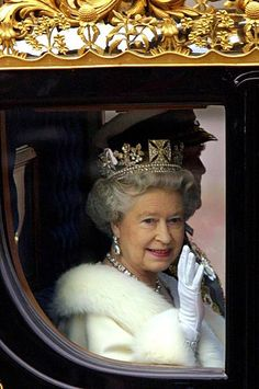 Elizabeth II on her way to the State Opening of Parliament, December Hm The Queen, Save The Queen, Queen Of Everything, Caroline Of Monaco, British Royal Families, English Royalty, Queen Mother, Royal Jewelry, British Monarchy