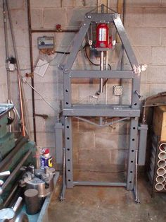 Hydraulic Press Homemade hydraulic press constructed from tubing, pulleys, steel cable, angle iron, and a bottle jack Metal Bending Tools, Metal Working Tools, Metal Tools, Garage Tool Storage, Garage Tools, Metal Projects, Welding Projects, Hydraulic Shop Press, Welding Shop