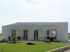 Villa del Ponente Alimini Offering a terrace and views of the garden, Villa del Ponente is located in Alimini in the Apulia Region, 26 km from Lecce. Gallipoli is 44 km away. Free private parking is available on site.