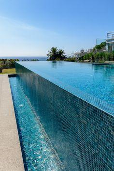 Australian designed Ezarri Emerald mix Swimming Pool Landscaping, Luxury Swimming Pools, Dream Pools, Swimming Pool Designs, Pool Decks, Swimming Pool Tiles, Piscina Hotel, Piscina Spa, Above Ground Pool