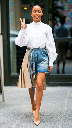 I Think This Star Has the Most Exciting Style in Hollywood Right Now Yara Shahidi Style: Erdem shirt and Sacai shorts with Brian Atwood shoes Fashion 90s, Black Girl Fashion, Fashion Mode, Look Fashion, Street Fashion, Korean Fashion, Fashion Outfits, Black Girl Swag, Classy Fashion