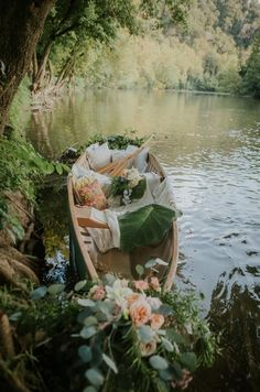 Spring Aesthetic, Aesthetic Photo, Dreamy Photography, Cottage In The Woods, Deco Floral, Canoe, Homesteading, Countryside, Beautiful Places