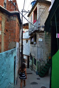 Image 8 of 12 from gallery of Socially-Organized Housing: Design That Establishes Emotional Ownership. Photograph by Sara Ulloa Scenary Paintings, Favelas Brazil, Brazil Culture, Alleyway, Outside World, City Scene, City Aesthetic, Slums, Top View