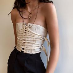 Absolutely stunning vintage cropped buckle corset top 🖤 this piece is absolutely BEAUTIFUL and ADJUSTABLE! Fashion Week, Look Fashion, Fashion Details, High Fashion, Womens Fashion, Fashion Goth, Fashion Design Inspiration, Mode Inspiration, Mode Outfits