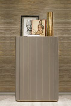 Godot sideboard in wood and bronze is the perfect piece of furniture for the most impressive of dining areas, thanks to its exquisite finishes.