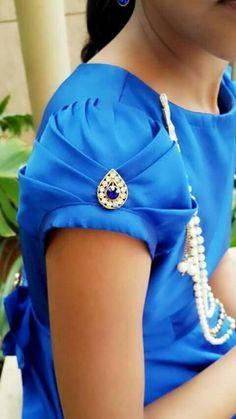 20 Trendy Blouse Sleeve patterns to try - Wedandbeyond Saree Blouse Neck Designs, Dress Neck Designs, Fancy Blouse Designs, Bridal Blouse Designs, Sleeve Designs, Blouse Patterns, Kurti Sleeves Design, Sleeves Designs For Dresses, Hand Work Blouse Design