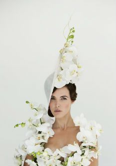 Beroemde hoedenontwerper Philip Treacy onthult 'Orchid Hat Collection' - Art of Life #planten #Orchidee  http://www.orchidsinfo.eu  Photography: Joost van Manen Mooi wat planten doen