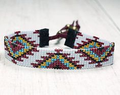 Items op Etsy die op Red Flower Bead Loom Bracelet Bohemian Boho Artisanal Jewelry Southwest Colors Beaded Tribal Native American Style Copper Western Rodeo lijken