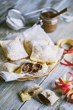 Bugie ripiene di Nutella: A #Carnevale vale tutto e ci si può concedere una prelibatezza: che ne dici di preparare assieme a me le #bugie ripiene di #Nutella?