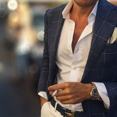 Window pane blazer with an open spread collar solid...
