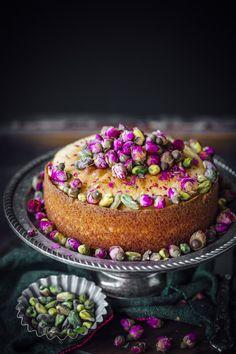 Indian Desserts, Köstliche Desserts, Cupcakes, Cupcake Cakes, Lemon And Coconut Cake, Cake Recipes, Dessert Recipes, Middle Eastern Desserts, Semolina Cake