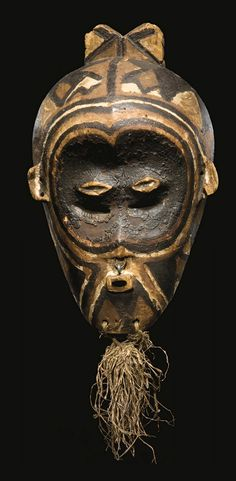 Africa | Mask from the Luluwa people of DR Congo | Wood, raffia and pigment | ca. early 20th century