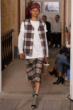 d633f765884 The Burberry Cap Is Back In Fashion