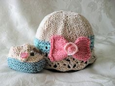 Hand Knitted  Baby Hat in Blue and Ivory Lace por CottonPickings, $24.00