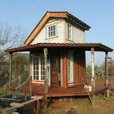 Rustic tiny house / The Green Life Entirely made of salvaged materials. Pretty wrap around porch. Tiny Texas Houses, Tiny House Cabin, Tiny House Living, Tiny House Design, Home Design, Design Ideas, Eco Construction, Upstairs Loft, Micro House