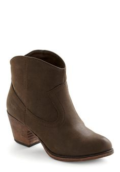 I have a pair of boots like this that I wear with dark wash skinnies all the time.