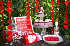 Valentine Party Table #valentinesday #party