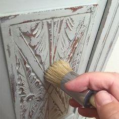 Chalk Paint No-Mess-Distress (Wet-Distress) Tutorial Distressed Furniture chalk NoMessDistress Paint Tutorial WetDistress