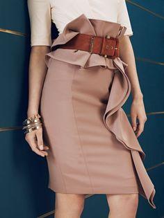 Dalla collezione autunno inverno 2013 2014 di abbigliamento Elisabetta Franchi, tubino con volant lungo la cintura.