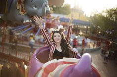 Destination Senior Shoot in Disney World by Aleea Burge Photography | Two Bright Lights :: Blog