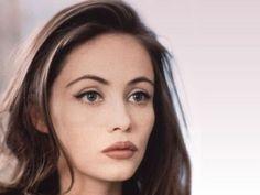 distinctivemakeup:    nearlyvintage:    Emmanuelle Beart     Ultimate mid 90s makeup?