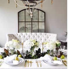 Check out this gorgeous Thanksgiving table created by my friend Jen @decorgold! We both teamed up with @pompomathome to showcase their beautiful linens for Thanksgiving.