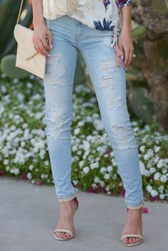 KAN CAN Distressed Skinny Jeans - Kayla Wash