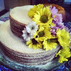 Naked cake de bolo de rolo de goiaba