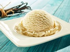 single scoop of creamy vanilla ice cream on a stylish modern plate on a blue wooden picnic table outdoors in summer with a bundle of dried vanilla pods behind Chocolate Chip Dessert Pizza Recipe, Chocolate Chip Pizza, Desserts With Chocolate Chips, Ice Cream Desserts, Frozen Desserts, Chocolate Recipes, Nutella Chocolate, Non Dairy Ice Cream, Vegan Ice Cream