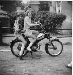 Scooter Girl, 50cc, Vintage Pictures, Scooters, Motorbikes, Vintage Ladies, Bicycle, Motorcycle, Lady