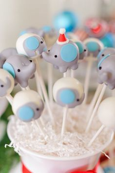 @Kathy Chan Chan Chan Chan Chan Clark    Elephant cake pops!!!  Kacy would love these!