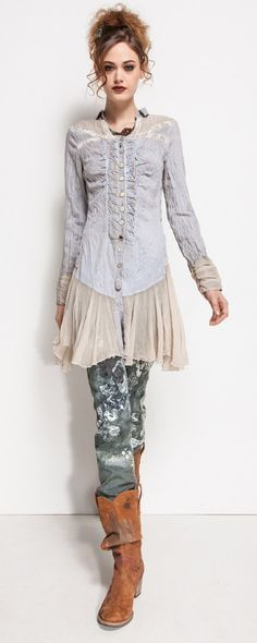 Chemise Elisa Cavaletti bleu jean avec voile beige ooo I love this Shabby Chic Outfits, Bohemian Mode, Boho Chic, Gypsy Style, Hippie Style, My Style, Boho Fashion, Womens Fashion, Fashion Design