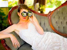 Bride with binoculars | Apollo Fotografie