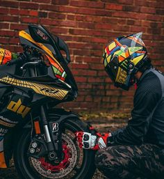- Bild könnte enthalten: eine oder mehrere Personen, Motorrad und im Freien Valentino Rossi ( Yamaha Bikes, Kawasaki Motorcycles, Yamaha R1, Moto Bike, Motorcycle Bike, Racing Bike, Duke Bike, Motorcross Bike, Bike Photoshoot
