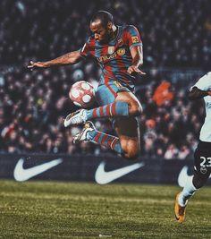 World Football, Football Soccer, Fc Barcelona Wallpapers, Football Wallpaper, Soccer Stars, Vintage Football, Spiderman, Idol, Superhero