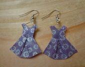 Boucles d'oreille robes violettes en origami : Boucles d'oreille par p-tite-pomme