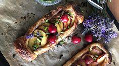 Mandelmassetart med frukt och bär.