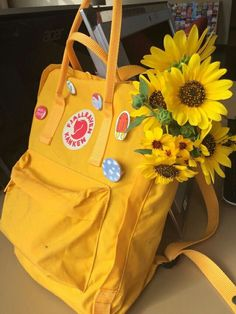 Kanken in warm yellow and sunflowers make my life!