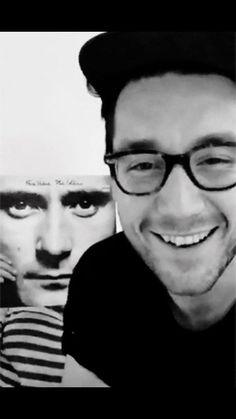 his smile always makes me smile it's so cute :))