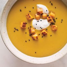 Velouté de patates douces au lait de coco | Ricardo Healthy Soup Recipes, Cooking Recipes, Winter Soups, Slow Cooker Soup, Noodle Soup, Cheeseburger Chowder, Coco, Stew, Ethnic Recipes