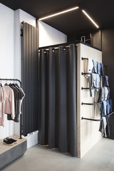 """Behind the """"denim bar"""", the fitting room is illuminated by the luminous cleats that delimit the space / Kids shop - Boutique Finger in the Nose - Exclusive Archi-design: FIRST FLOOR WORKSHOP Boutique Design, Design Shop, Boutique Decor, Shop Interior Design, Boutique Ideas, Boutique Logo, Showroom Design, Interior Sketch, Boutique Stores"""