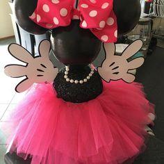 Hot Pink Minnie Mouse Centerpiece | Etsy Minnie Mouse Theme Party, Mickey Y Minnie, Pink Minnie, Minnie Birthday, Mouse Parties, Birthday Parties, Disney World Wedding, Disney Cakes, Bridal