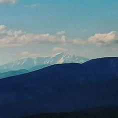 Der #Schneeberg in Niederösterreich ist der nördlichste und östlichste Zweitausender der #Alpen und Schauplatz.eines #Berkrimis in einer Anthologie zum 25jährigen Jubiläum der #mörderischenschwestern. Thriller, Mountains, Nature, Travel, Snow Mountain, Alps, Literature, Naturaleza, Viajes