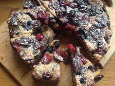 Mixed berry and pecan muffin cake