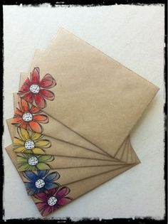 Creative Writing 402790760422465906 - Enveloppe diy – art postal – fleurs Source by Mail Art Envelopes, Addressing Envelopes, Kraft Envelopes, Handmade Envelopes, Envelope Design, Snail Mail Pen Pals, Art Postal, Decorated Envelopes, Packaging