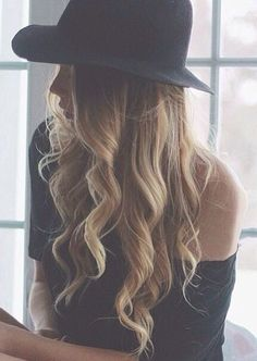 Curly hair with hat #gorgeoushair