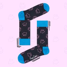 Black, blue and pink come together in this pair of socks to create a unique pattern men and women everywhere will love. Knited from the finest strands of combed cotton, these socks were designed by artist André to add new depths to wardrobes everywhere. Featuring well-known characters from his artwork, socks by André and Happy Socks are bold, stylish and comfy for a trifecta men and women will appreciate. Offered in sizes for men and women.