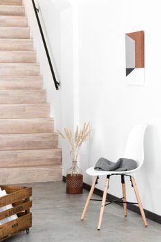 abstrakt, genäht - ledernes Kunst - Stoff - Werk - Pin to Pin Hallway Coat Rack, New Kitchen Doors, Closet Storage Systems, Stair Decor, Diy Artwork, Leather Art, Stitching Leather, Wire Art, Easter Crafts