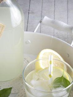 lemonada_stevia_και βασιλικο olivemagazine.gr Stevia, Glass Of Milk, Sugar Free, Diabetes, Gluten Free, Drinks, Food, Glutenfree, Drinking